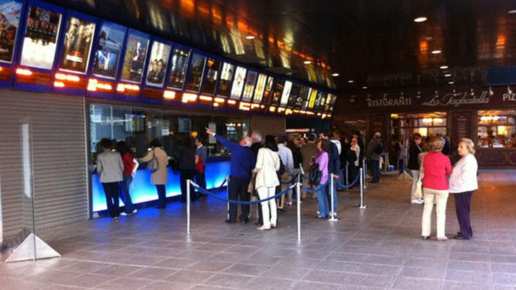 Personas mayores van al cine: FSVSC.es